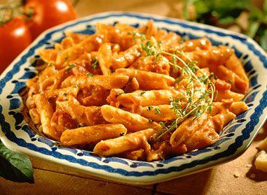 Gâtez-vous avec notre recette de penne dans une sauce crémeuse à la vodka. Ce plat nourrissant vous fera saliver, ainsi que tous les membres de votre famille!