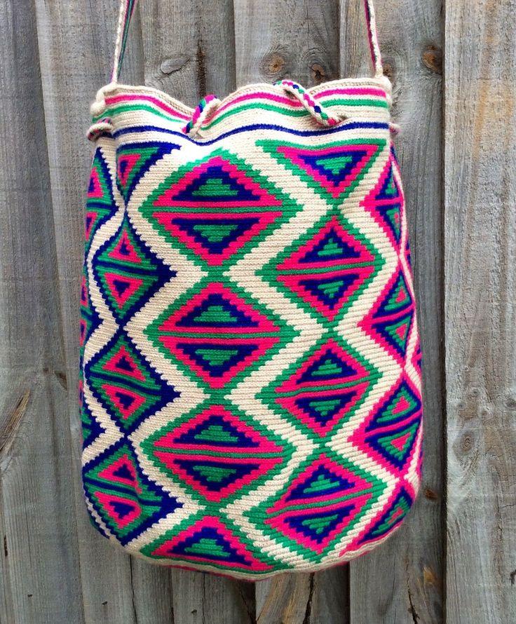 Authentic Wayuu Mochila hand woven in LaGuaira Colombia, una hebra tecnique in…
