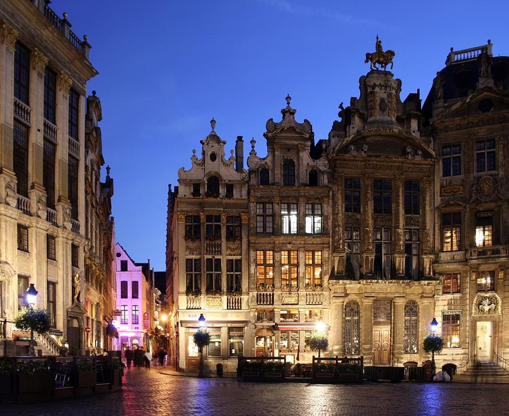 Fast Secrets # http://fastsecrets-clubs.com/10-must-dos-when-in-brussels/