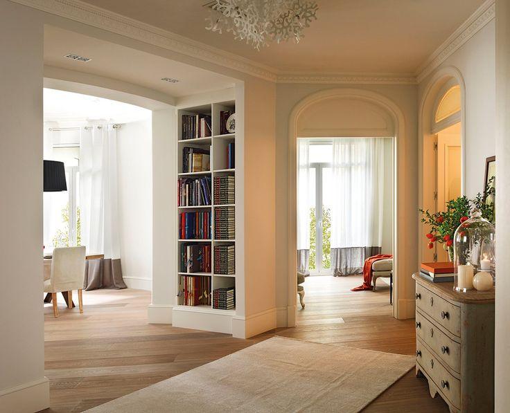 Elementos originales  El proyecto ha conservado los techos artesonados, los arcos y las molduras originales.