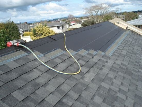 Types of roofing materials: Laying shingles is in full swing