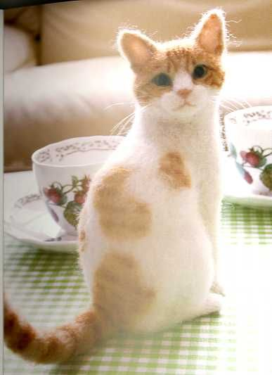 A needle felted cat........oh wow!! Midori Nakayama's Needle Felting Realistic Cats Post Card Art Book