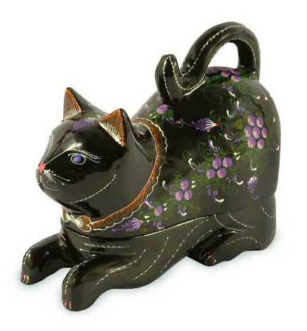 эксклюзивная порода кошек, Таиланда Корат, или Si-Sawat  (счастье). По традиции, кошка Корат уделяется молодой королевской четы в день их свадьбы как символ счастья и длительный брак. Лак Дерево Брелок Box - Кошка Royal Heritage | Novica