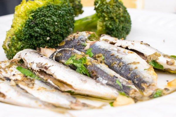 Delicious Oven-Baked Fresh Sardines With Oregano & Broccoli Salad