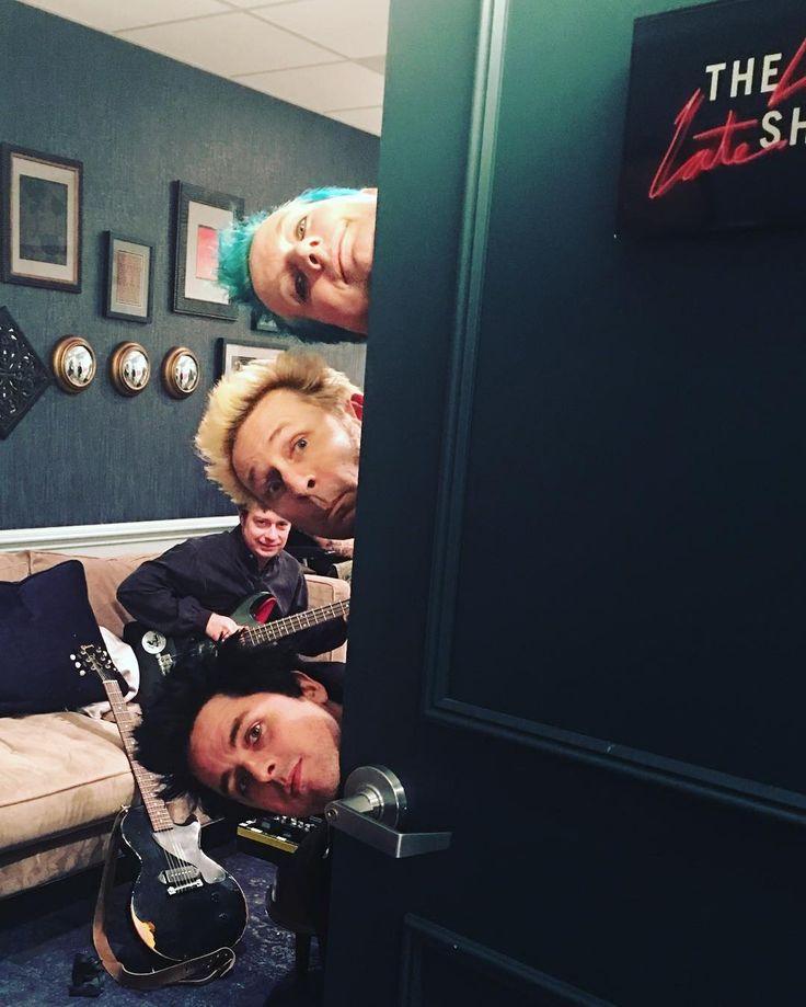ビリー・ジョー・アームストロングのインスタグラム(Instagram)写真 - 「the late late show with James Corden tonight!!!」11月23日 11時50分