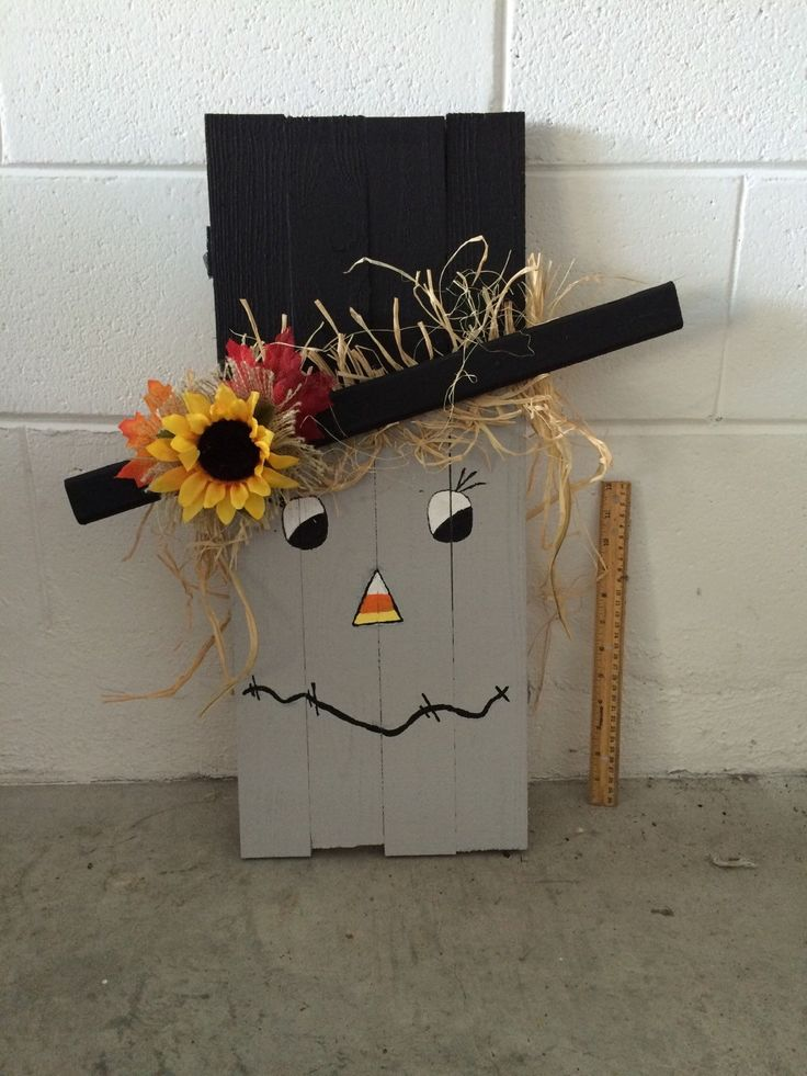 Wooden Scarecrow with Fall Leaves van NanasCraftyKorner op Etsy
