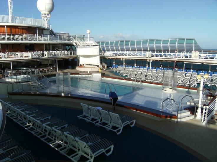 swimming pool on Sun Princess