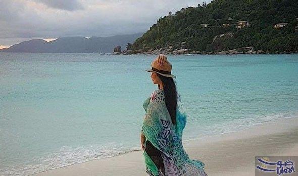 لجين عمران بملابس فضفاضة على شواطئ جزيرة سيشيل سافرت الإعلامية السعودية لجين عمران إلى جزر سيشيل لقضاء أجازتها هناك في رحلة استجمام ل Beach Cover Up Fashion