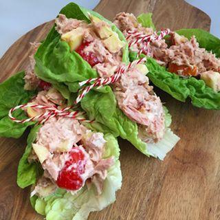 Ik ben gister deze super lekkere slawraps met tonijnsalade vergeten te delen met jullie!  Toen ik dit voorbij zag komen bij @charlie_s_kitchen had ik er direct zin in! Het recept vind je op mijn blog #linkinbio #gezonde #lunch #wraps #happy #healthy #lifestyle #skinny #easy #afvallen #lifestylecoach #foodilove