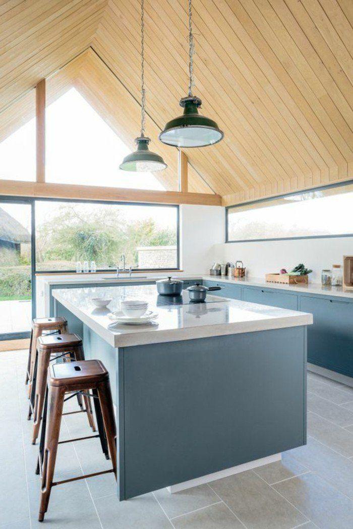 cuisine équipée avec ilot central, ilot de cuisine en blanc et bleu