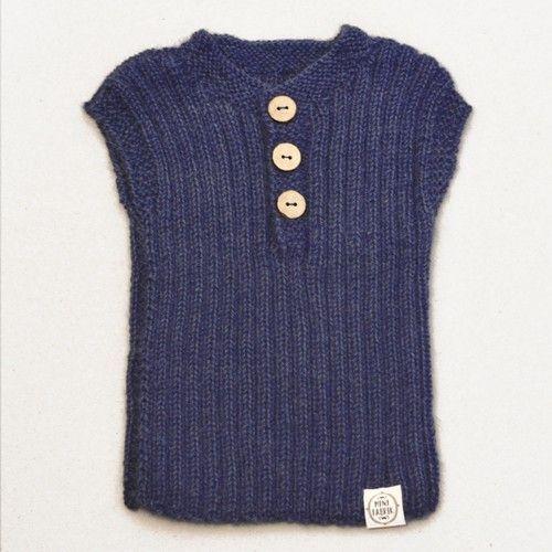 Débardeur Lily & Lars  Débardeur classique qui peut être porté par exemple lors d'une journée d'été fraîche ou l'hiver à l'intérieur ou sous une veste. Tricoté main. 100% laine d'alpaga.  Couleur: Bleu royal.