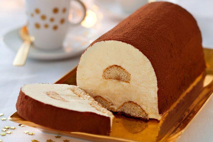 Recette Bûche de Tiramisu glacé - Envie de bien manger. Plus d'idées recettes spécial Noël ici : http://www.enviedebienmanger.fr