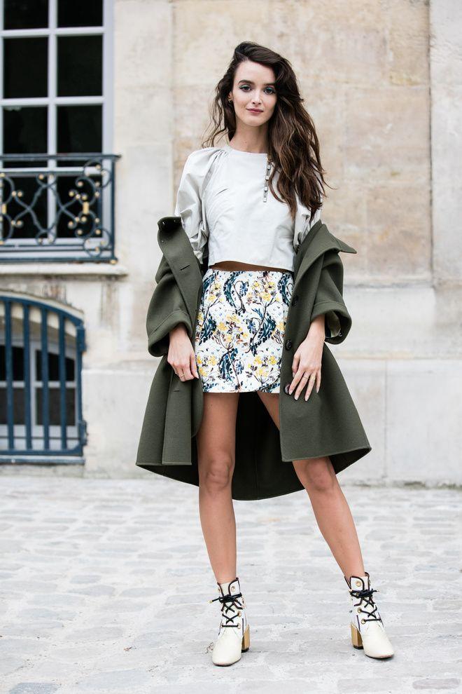 Street style à la Fashion Week printemps-été 2017: Charlotte Le Bon