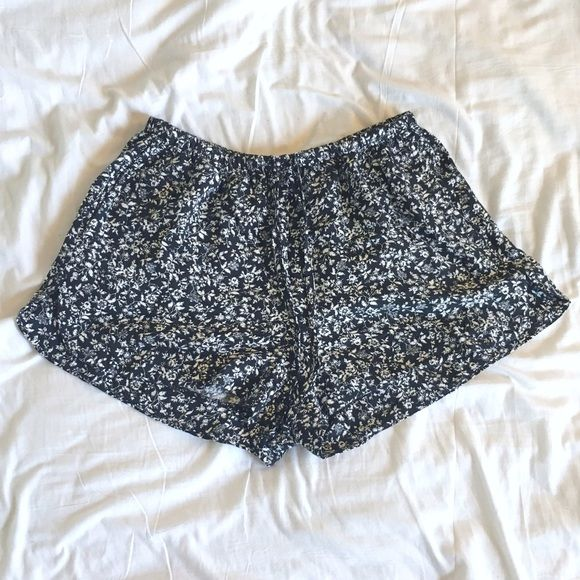 Brandy Melville Black and White Floral Shorts Brandy Melville Black and White Floral Shorts! These have only been worn once! They have two front pockets! Brandy Melville Shorts