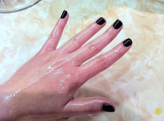 Here's an easy DIY hot olive oil hand treatment that you can do at home to help bump up your skins natural oils and get rid of your old-lady-looking hands.