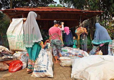 Bank Sampah Melati Bersih: Kegiatan Penimbangan Sampah di BSMB Prima Plus