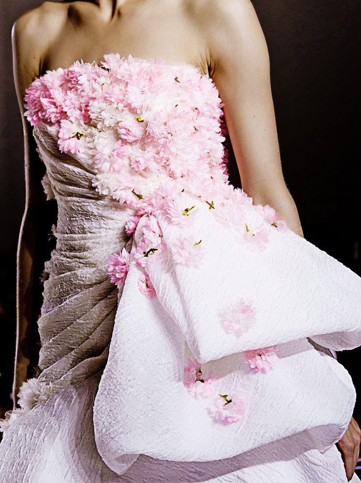 Giambattista Valli Haute Couture Winter 2013: Flowers Girls Dresses, Couture Details, Fashion Details, Giambattista Valli, Interval Haute, Fall 2013, Valli Couture, Couture Winter, Haute Couture