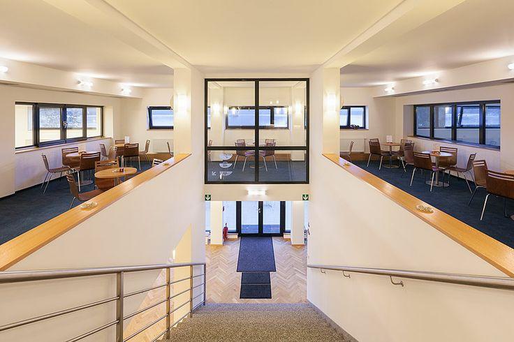Firemní akce v hotelu Port  V hotelu se nachází velký multifunkční sál KOMODOR, který s ohledem na uspořádání může pojmout až 200 osob. Další dva salónky ADMIRÁL a KAPITÁN disponují kapacitou max 90, respektive 60 osob. Jednání umíme připravit i na netradičních místech jako např. na lodi Máj ...  Více informací ohledně pořádání firemních akcí naleznete zde: http://www.hotelport.cz/firmy-a-skupiny/firemni-akce.html
