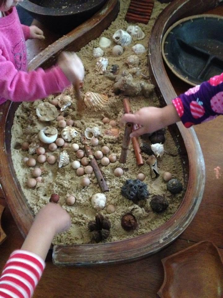 Sand and natural materials. great way to engage children's imagination. - Puzzles Family Day Care . For more inspiring materials: http://pinterest.com/kinderooacademy/new-found-materials/ ≈ ≈