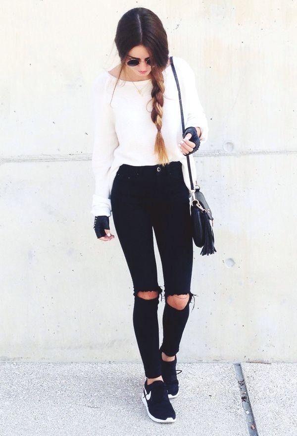 sudadera blanca, pantalon negro, tenia negros sin ahujeta