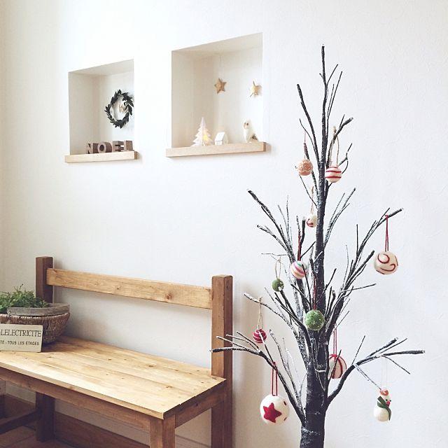 女性で、のクリスマス/クリスマスツリー/フェルトオーナメント/ベンチDIY/玄関/入り口…などについてのインテリア実例を紹介。「お気に入りのツリーは今年も玄関に♪」(この写真は 2015-12-15 18:06:14 に共有されました)