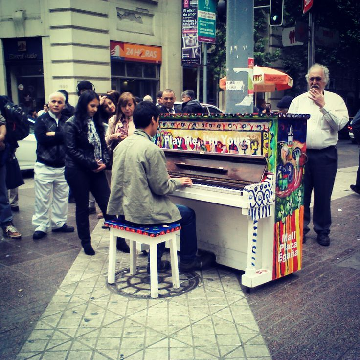 pianos en la calle. Arte en la calle. Color para la vida. Santiago de Chile