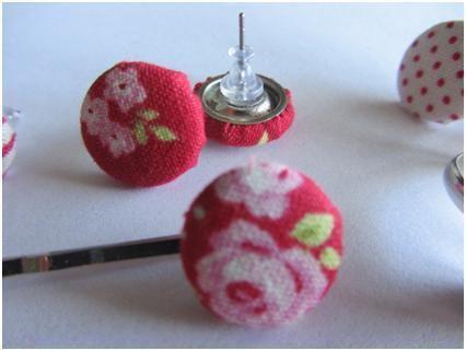 Stoffen oorbellen maken van cover buttons | Snoetjes & Doe'tjes