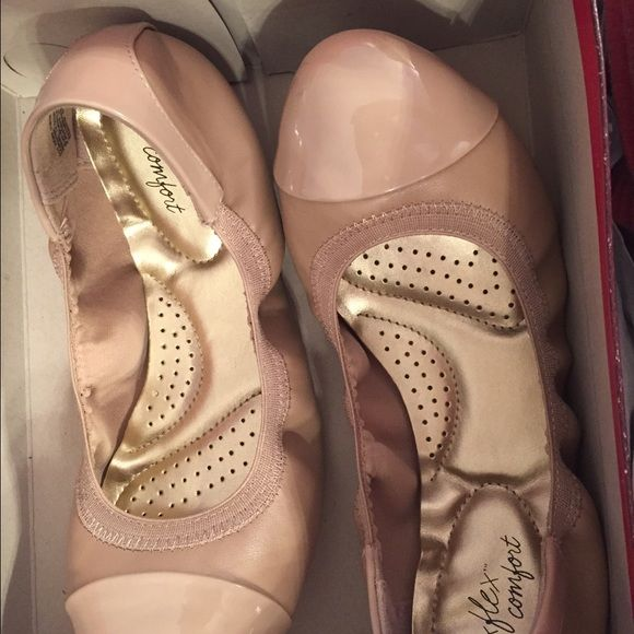 Beige Ballet Shoes Beige ballet shoes barely worn size 7w. Comes with box. Worn only twice they were a little too loose for me. Super super comfortable wish they fit. Can be worn for anything from business meeting to a walk with friends. Super stylish. Deflex Comfort Shoes Flats & Loafers