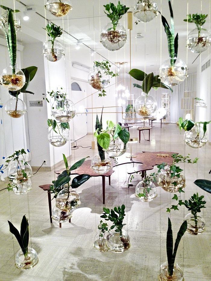 Je kunt natuurlijk helemaal losgaan met macramé, maar er zijn hippere manieren om je planten in stijl rond te laten hangen. Een selectie van onze favorieten van dit moment.