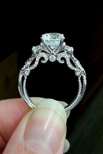Gorgeous vintage setting with a round solitare diamond