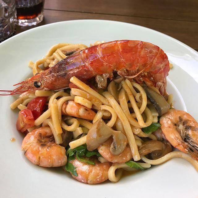 安娜卡布里的Sciue' Sciue' Di Minopoli Raffaele 餐廳 點了蘑菇蕃茄鮮蝦義大利麵 培根起司歐姆蛋跟薯條 蝦蠻多的有出乎我意料 味道也很不錯 這餐沒點side dish 所以比較便宜 € 31  #Anacapri #ltalianfood #pasta #shrimp #fungus #omelette fungus,omelette,pasta,ltalianfood,anacapri,shrimp Via https://www.instagram.com/p/BY8XFtLAEpd/ Credit - Edward Lo [̲̅p̲̅][̲̅u̲̅][̲̅r̲̅][̲̅c̲̅][̲̅h̲̅][̲̅a̲̅][̲̅s̲̅][̲̅e̲̅] ᴄᴜᴛᴇ ᴅʀᴇssᴇs, ᴛᴏᴘs, sʜᴏᴇs, ᴊᴇᴡᴇʟʀʏ & ᴄʟᴏᴛʜɪɴɢ ғᴏʀ ᴡᴏᴍᴇɴ