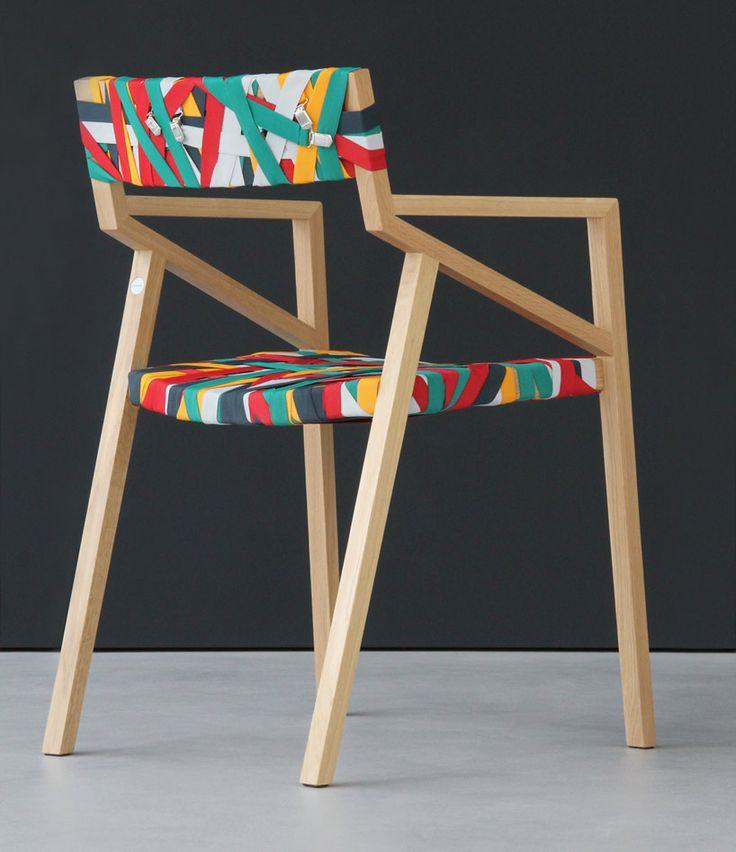 bretelles de pantalon envelopper la chaise de luca Martorano + georg muehlamm…