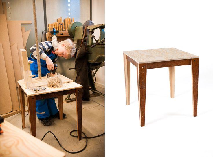Arbejdsbord til børn.  Udført i genbrugte lakerede gulvplanker. Bordpladen kan tages af og sættes i udstillingsreol (https://dk.pinterest.com/pin/355643701801950594/)   Se dem på WWW.PALMELUND.EU -  Beautiful and sturdy worktable for kids. Made from recycled floor boards, laquered. See it on www.palmelund.eu