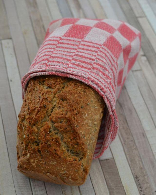 Blitzschnelles Dinkel-Buchweizen-Brot, das man sogar schon für den Sonntagsnotfall (oder als Geschenk) als Backmischung vorbereiten kann.
