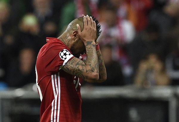 Bayern Munich's Chilean midfielder Arturo Vidal reacs after missing a penalty kick during the UEFA Champions League 1st leg quarter-final football match FC Bayern Munich v Real Madrid in Munich, southen Germany on April 12, 2017..Security was ratcheted up in Munich, one day after three explosions rocked the team bus of German football club Borussia Dortmund minutes after the bus set off to a planned Champions League game against Monaco on Tuesday night (April 11, 2017). / AFP PHOTO / LLUIS…
