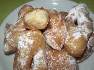 J'ai enfin trouvé LA recette des bonnes bugnes que l'on trouve chez le boulanger ... et là pas de restrictions, avec cette recette vous pourrez en faire une quarantaine ( suivant la taille) . Bon le problème c'est qu'il faut de la volontée pour ne pas...