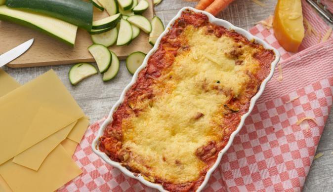 """Lasagne """"Neapel"""" - einfaches Rezept für Lasagne zum selber machen mit Zucchini, Möhren und MAGGI fix & frisch Bologneser Gratin."""