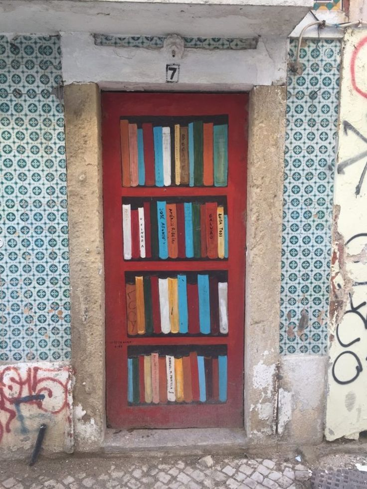 A bricked door in Setúbal, Portugal, was painted to look like a bookshelf.