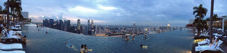 Infinity edge pool, Skypark, Marina Bay Sands Hotel in Singapore