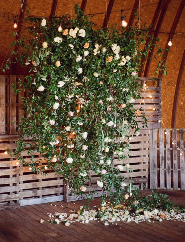 this foliage + flower backdrop would be a stunner for a wedding!
