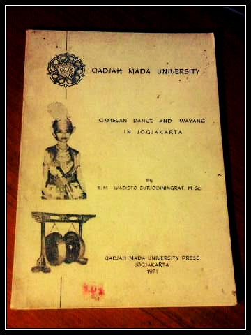 Gamelan Dance and Wayang in Jogjakarta by R.M. Wasisto Surjodiningrat. Paperback: 80 pages. Publisher: Gadjah Mada University Press, 1971.