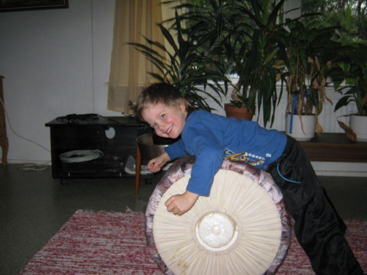 http://www.siivous-pyhajarvi.fi/saako-lapsi-pukea-itse/ #lastenhoito #kasvatus #pukeminen #blogi