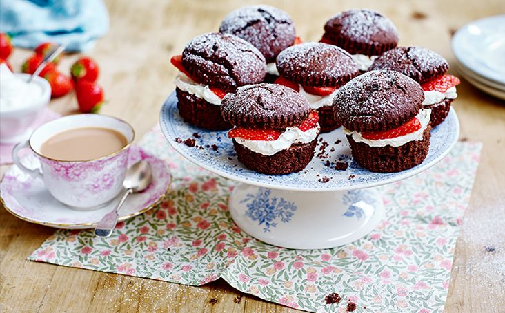 Try this delicious Chocolate Victoria Sponge Cupcake Recipe from GBBO semi-finalist Ruth Clemens. Visit BakeWithStork to find out more.