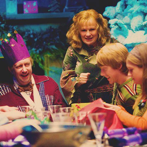 Arthur, Molly, Ron & Ginny Weasley at Christmas