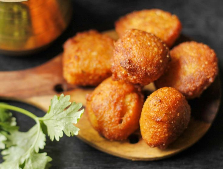 Gujarati Valsadi vada is made using roasted multi-grain flour like wheat rice jowar tuvar dala and others and spiced up with green chillies and fried. Serve with you hot cup of masala chai and dhaniya pudina chutney. Recipe by Megha.   http://ift.tt/2cV4nMm #Vegetarian #Recipes