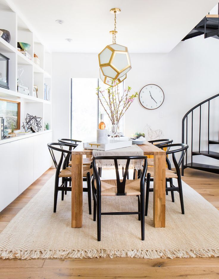 Modern Dining Room With Wishbone Chairs