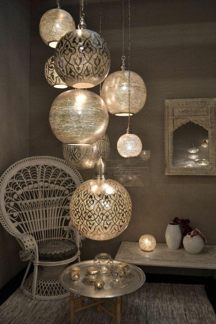 Orientalische Stoffe Viele Lampen Dezentes Licht Im Kleinen Zimmer