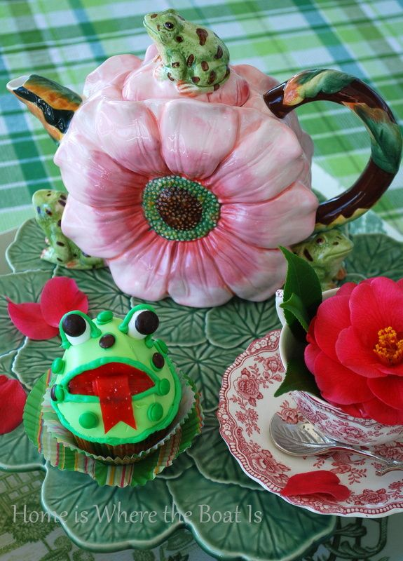 Happy Leap Day! Frog Tea Pot and Big Mouth Frog Cupcakes | homeiswheretheboatis.net
