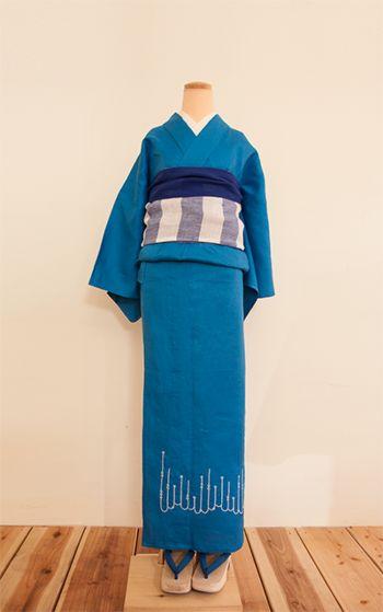 """一点一点丁寧に制作された刺繍着物。北欧の刺繍ミシン""""ハスクバーナバイキング""""で刺繍されているので、ふっくらとしたあたたかみのある風合いになっています。"""