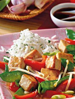 Vegetarisches Gulasch mit Tofu: http://kochen.bildderfrau.de/rezepte/rezept_vegetarisches-gulasch-mit-tofu-sojasprossen-und-ingwer_168907.aspx #vegetarisch